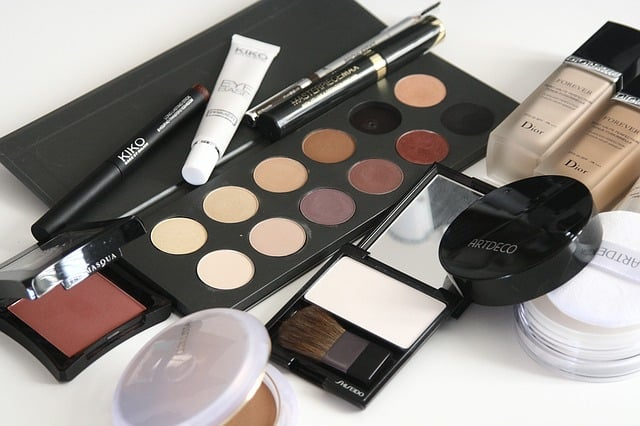 Can you bring makeup on a plane in hand luggage?