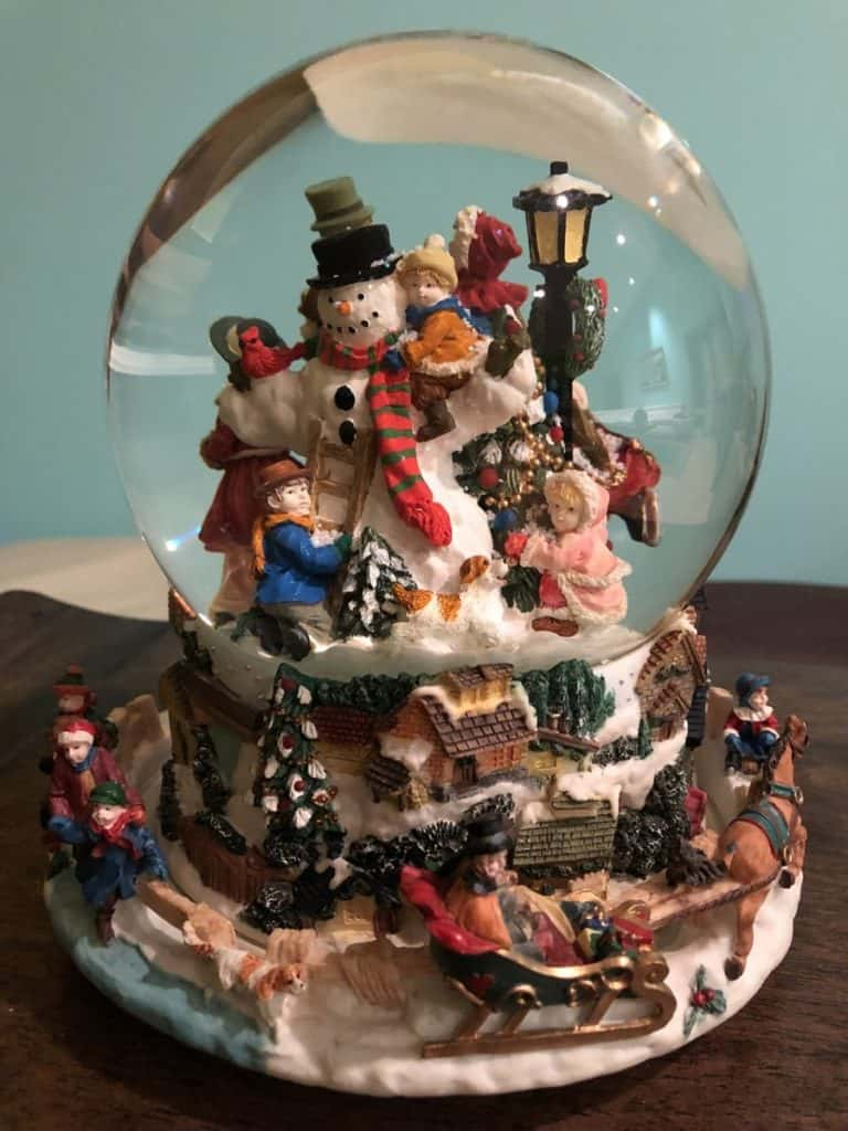 What types of glass can't you bring in your carry on - snow globe