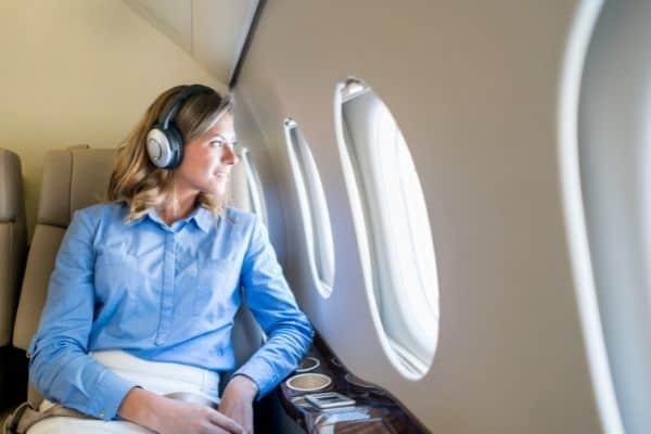 listen ot an audiobook on a plane